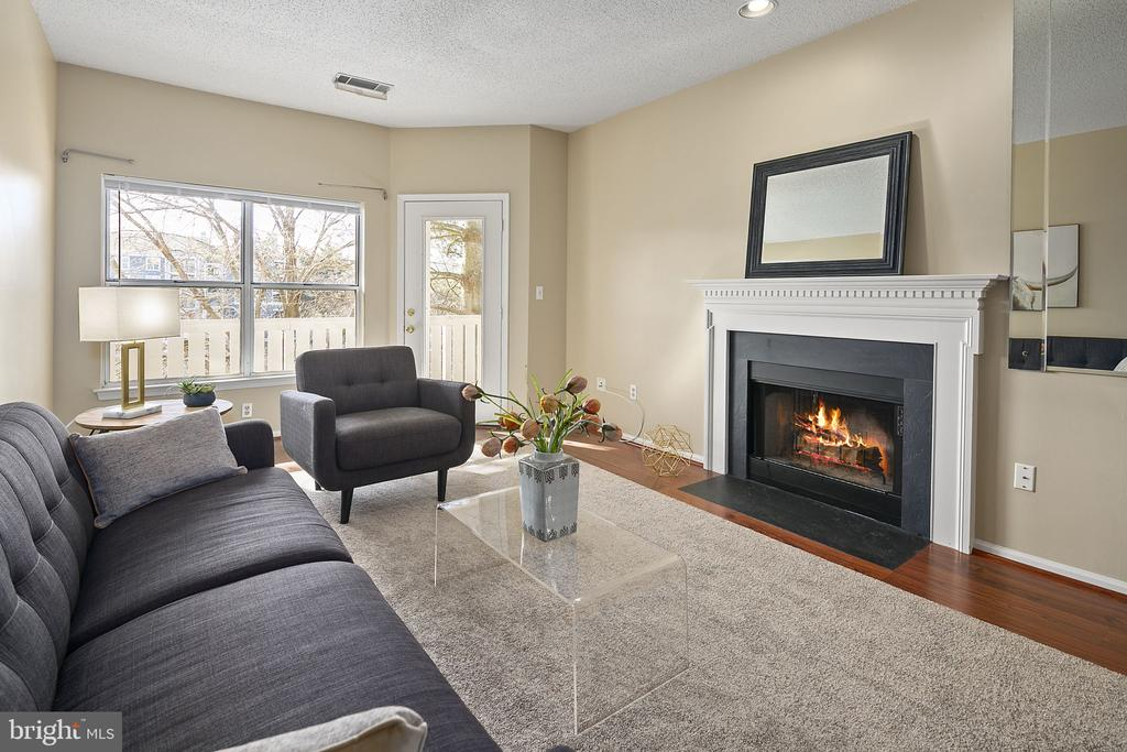 Waterviews & cozy fireplace! - 14305 CLIMBING ROSE WAY #205, CENTREVILLE
