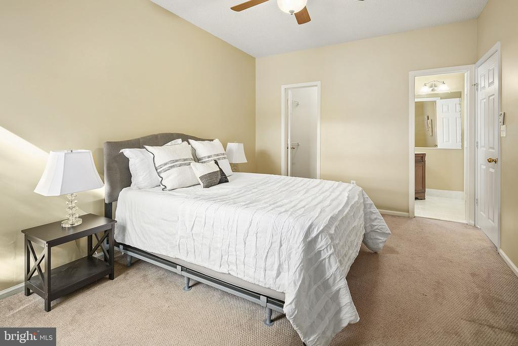 Owner's Bedroom - 14305 CLIMBING ROSE WAY #205, CENTREVILLE