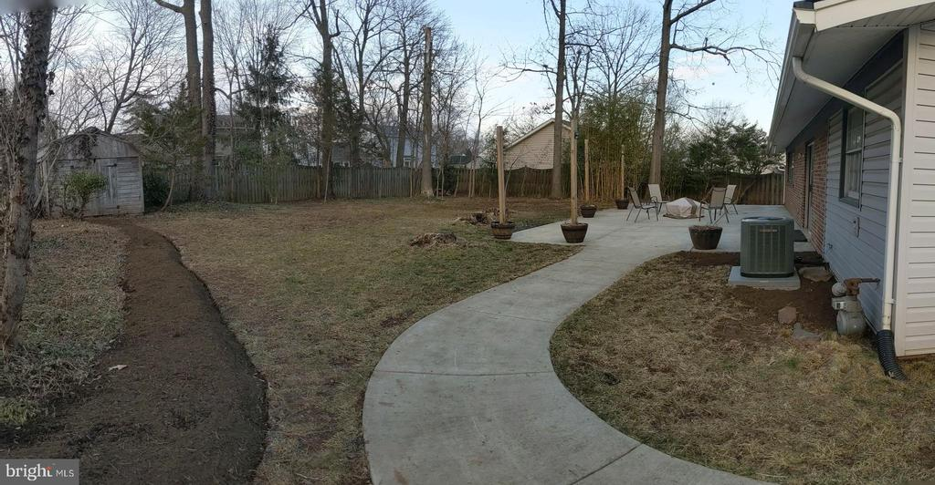 Gates on both sides of the house lead to backyard - 5609 OTTAWA RD, CENTREVILLE