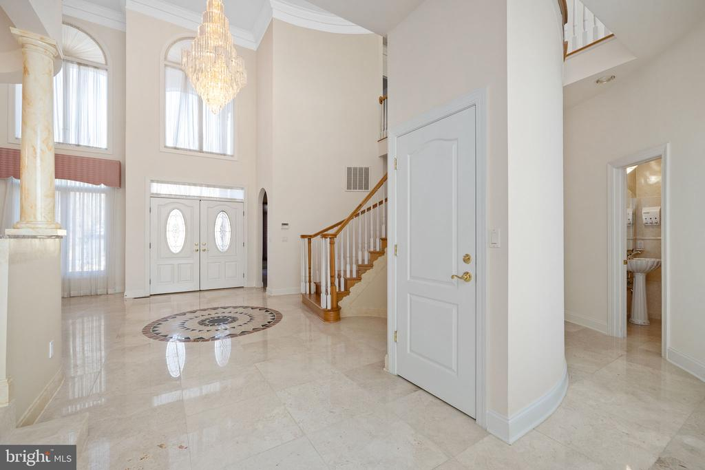 Foyer Area - 3714 FAIRWAYS CT, FREDERICKSBURG