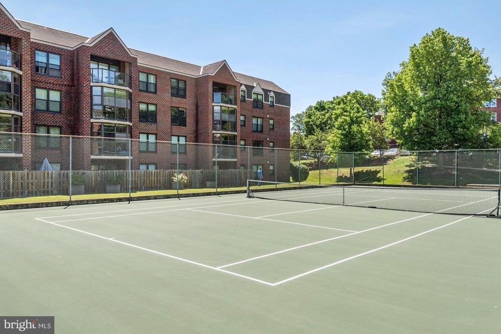 Community Tennis Courts - 2100 LEE HWY #521, ARLINGTON