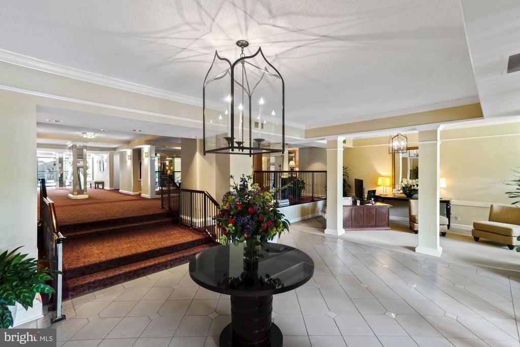 Building Lobby - 2100 LEE HWY #521, ARLINGTON