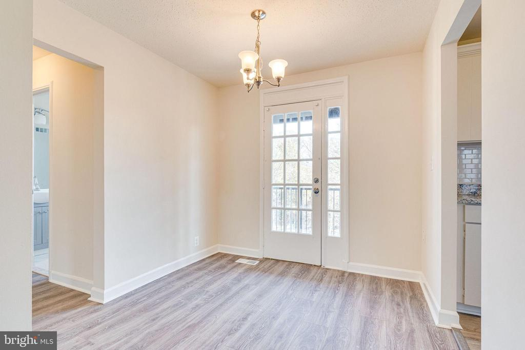Large separate dining area - 2943 S DINWIDDIE ST #A1, ARLINGTON