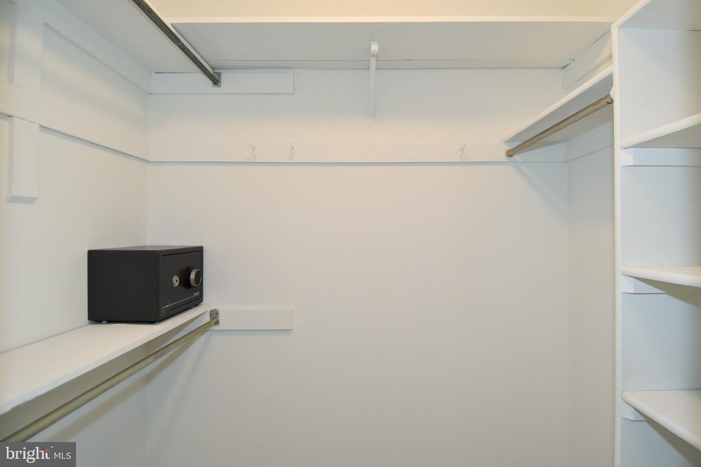 Master Closet - 5203 GLEN MEADOW RD, CENTREVILLE
