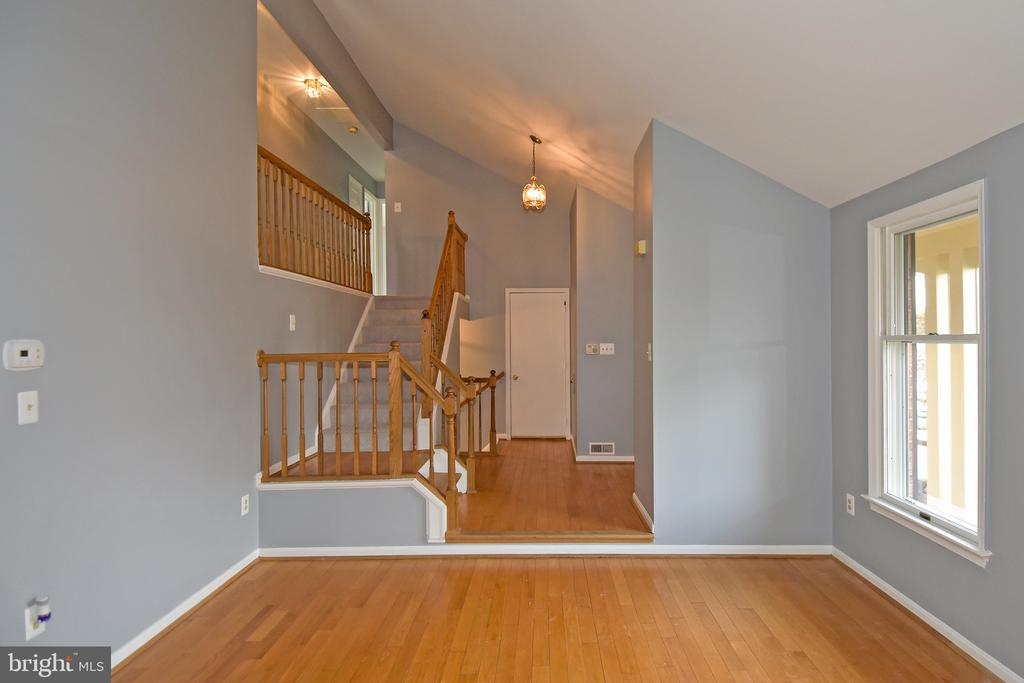 Foyer - 5203 GLEN MEADOW RD, CENTREVILLE