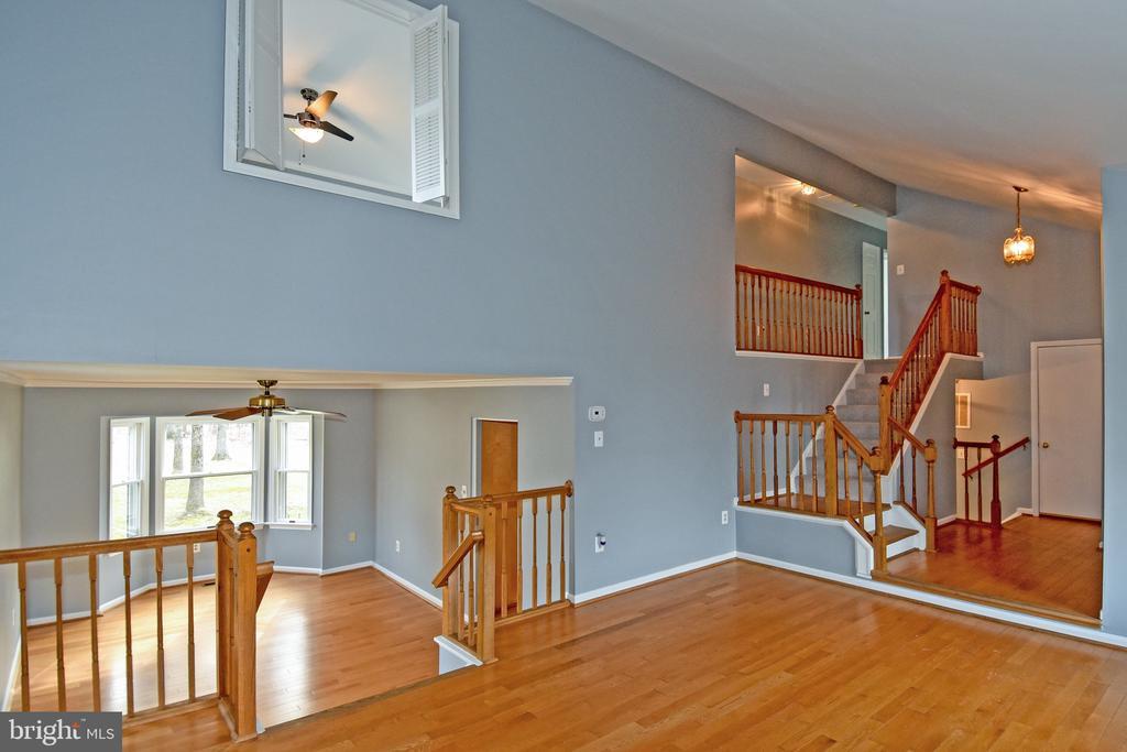 Living/Dining/Foyer - 5203 GLEN MEADOW RD, CENTREVILLE