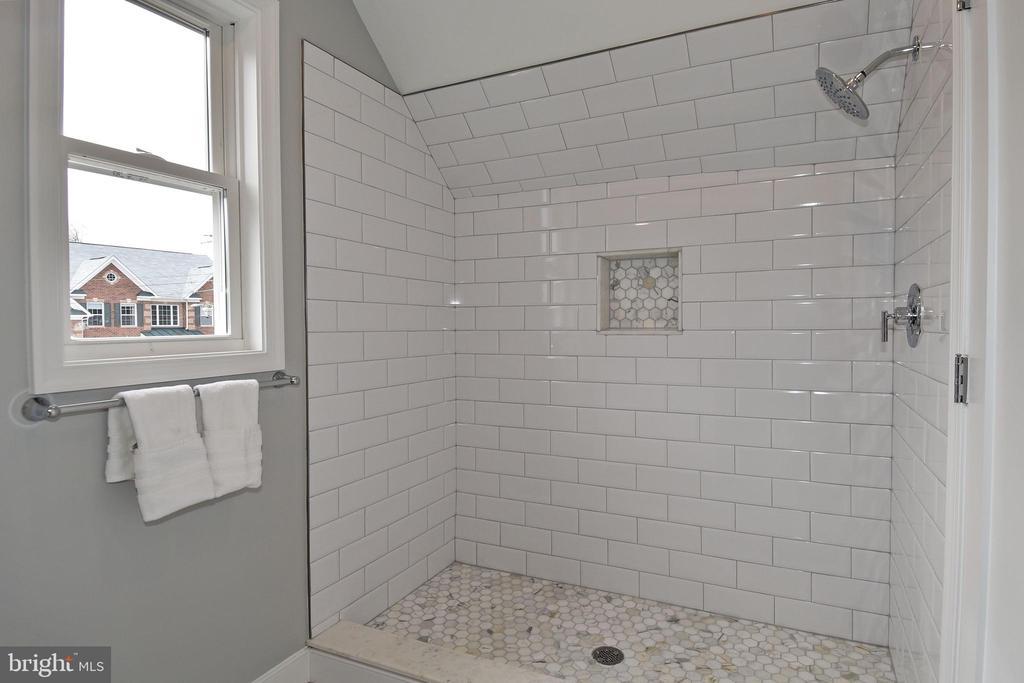 third level bath - 7234 ARTHUR, FALLS CHURCH