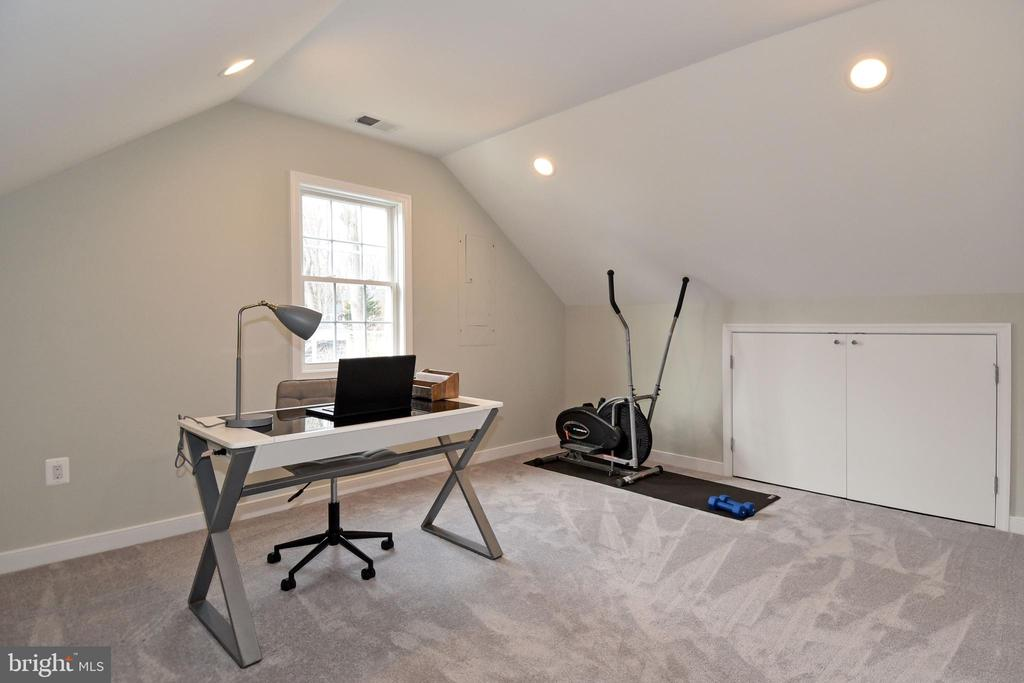 third level bedroom/office space - 7234 ARTHUR, FALLS CHURCH