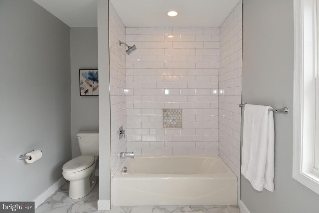large second level bathroom - 7234 ARTHUR, FALLS CHURCH