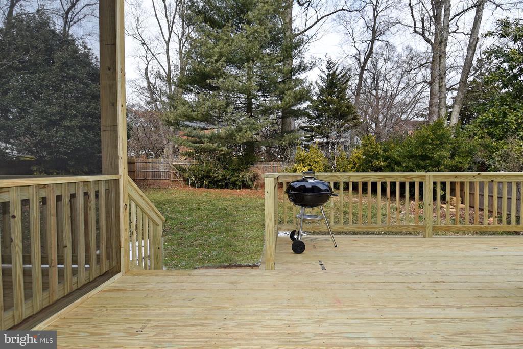 deck overlooking large fenced in back yard - 7234 ARTHUR, FALLS CHURCH