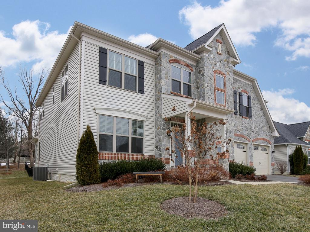 Located in the village of Round Hill - 17260 CREEKSIDE GREEN PL, ROUND HILL