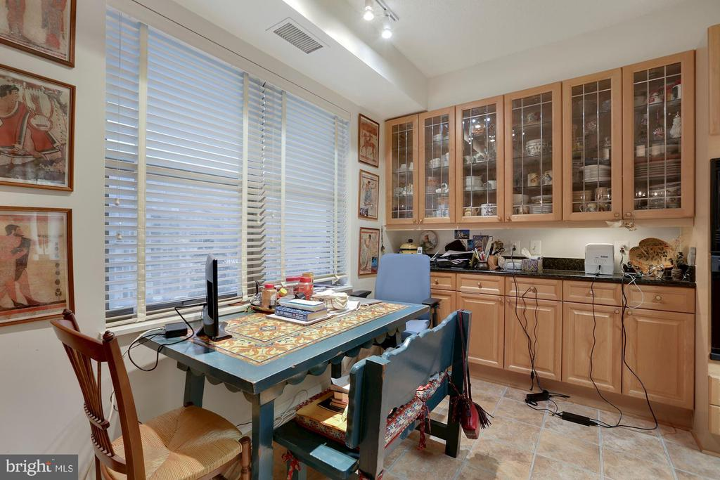 Breakfast Area with cabinetry - 19360 MAGNOLIA GROVE SQ #305, LEESBURG