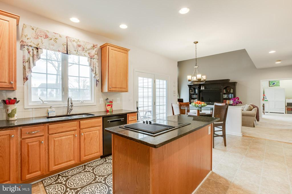 Gourmet Kitchen with Island  and stovetop view - 903 CRESTVIEW TER, WINCHESTER