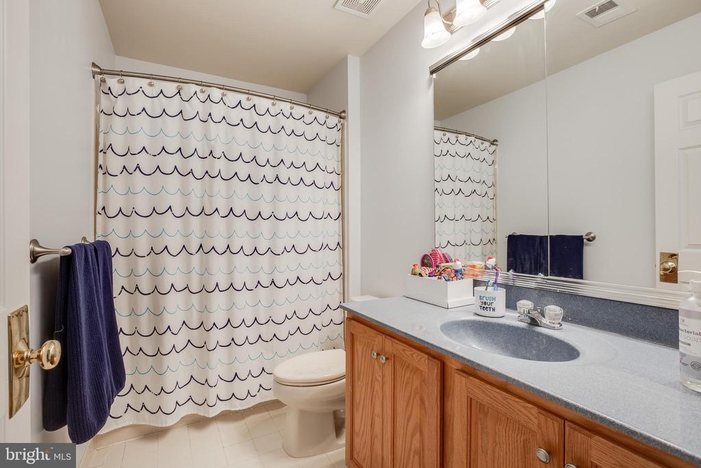 Second Bathroom upstairs - 903 CRESTVIEW TER, WINCHESTER