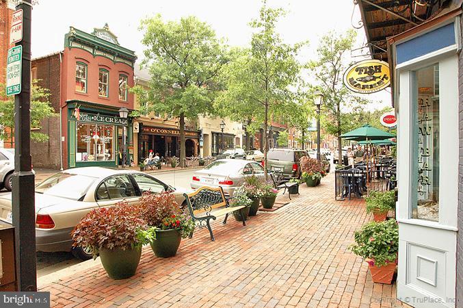 318 THIRD STREET, ALEXANDRIA, Virginia 22314, 3 Bedrooms Bedrooms, ,3 BathroomsBathrooms,Residential,For Sale,Gates Hudson Community Management,THIRD,VAAX252998