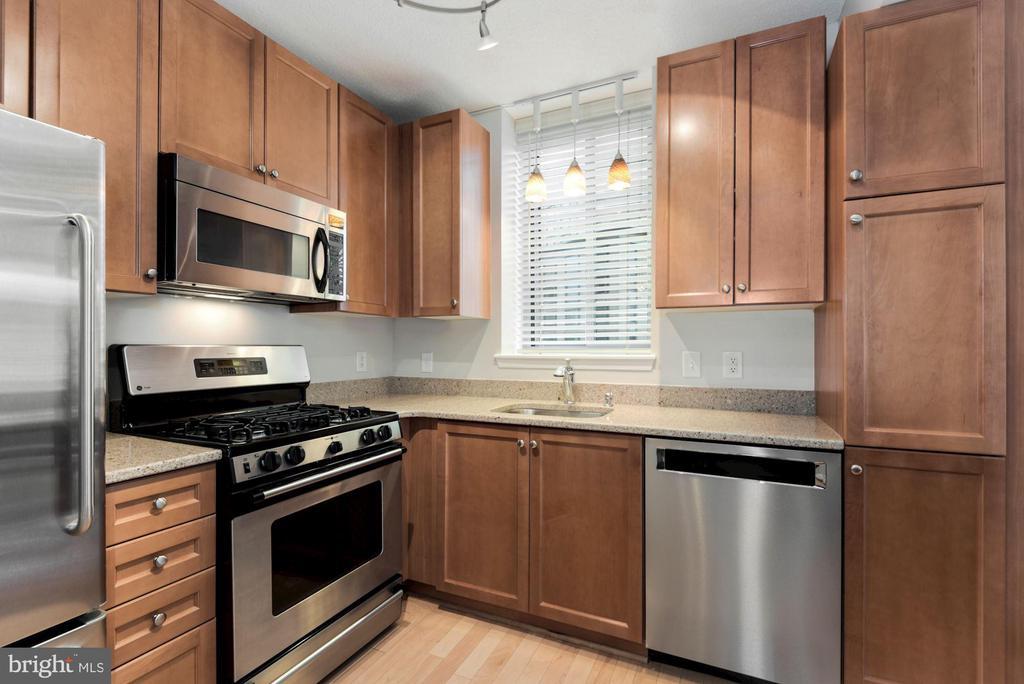 Stainless Steel appliances - 851 N GLEBE RD #819, ARLINGTON