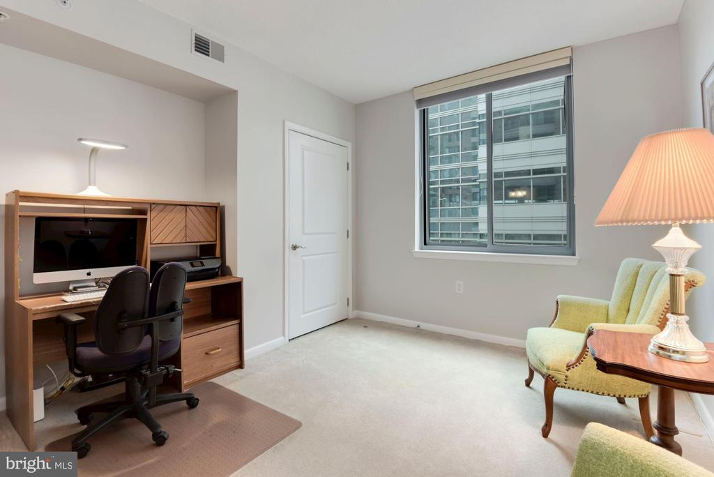 Second bedroom - 851 N GLEBE RD #819, ARLINGTON