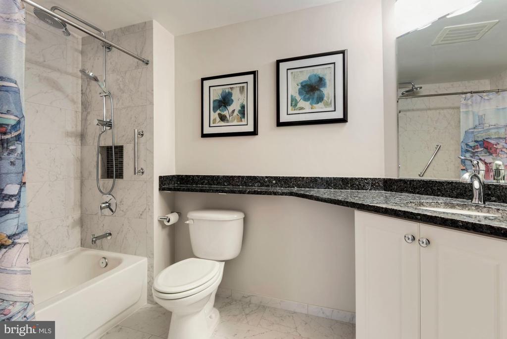 Second full Bath - 851 N GLEBE RD #819, ARLINGTON