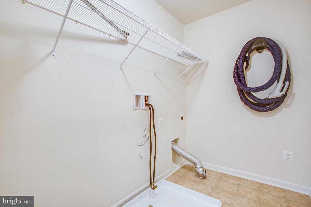 Upper level laundry! - 1002 JONS PL, FREDERICKSBURG