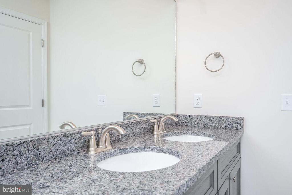 Large double vanity in master bath - 102 MONROE ST, LOCUST GROVE