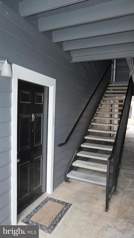 Covered Walkway to Entry Door - 20290 BEECHWOOD TER #100, ASHBURN