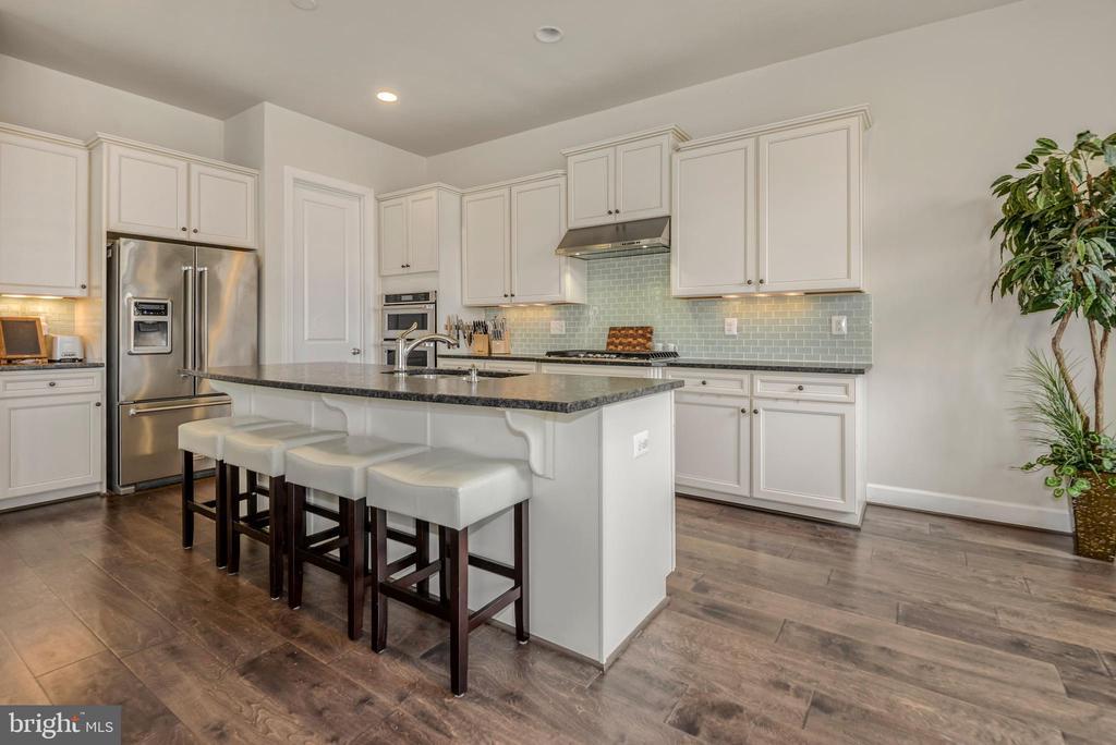 Stunning Chef's kitchen - 42594 DREAMWEAVER DR, ASHBURN