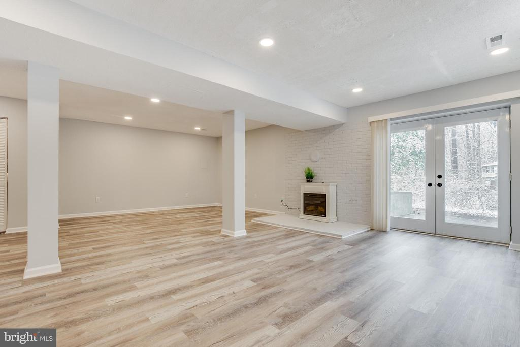 Walkout Basement with an Electric Fireplace - 21 GREENRIDGE DR, STAFFORD