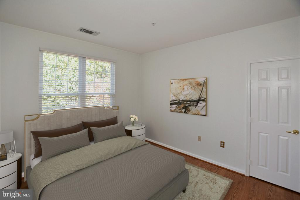 Bedroom 2 - Bring your King sized bed - 2101 HIGHCOURT LN #301, HERNDON