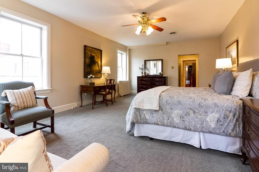 2nd floor master suite - 506 E CAPITOL ST NE, WASHINGTON