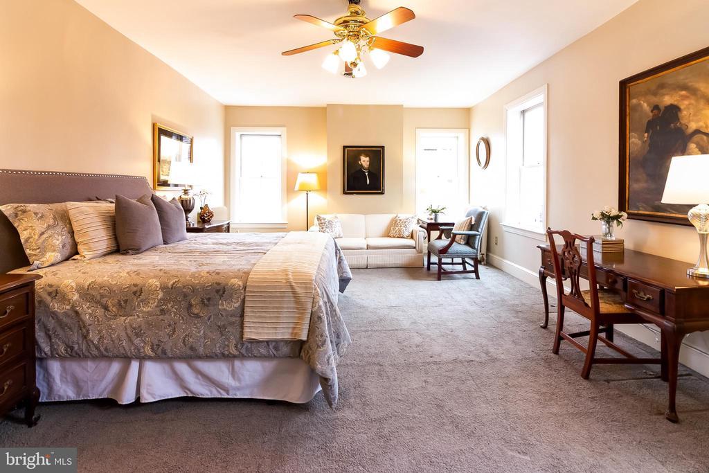 1sst Master suite - 506 E CAPITOL ST NE, WASHINGTON