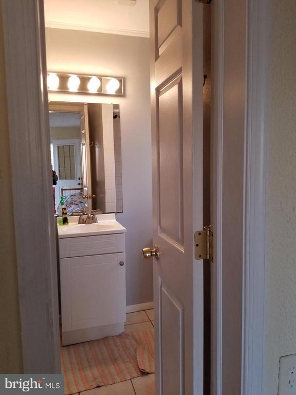 Upper 1 bathroom 1 - 8341 ROLLING RD, SPRINGFIELD