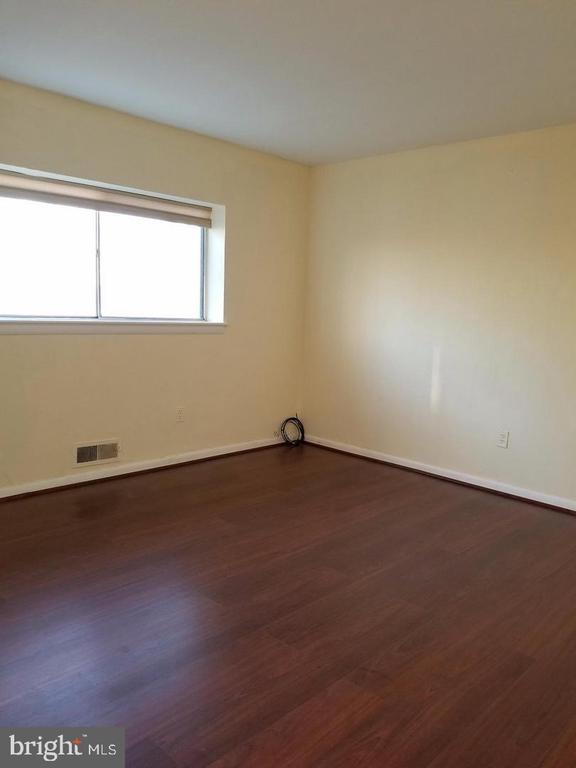 Upper 1 bedroom 1 - 8341 ROLLING RD, SPRINGFIELD