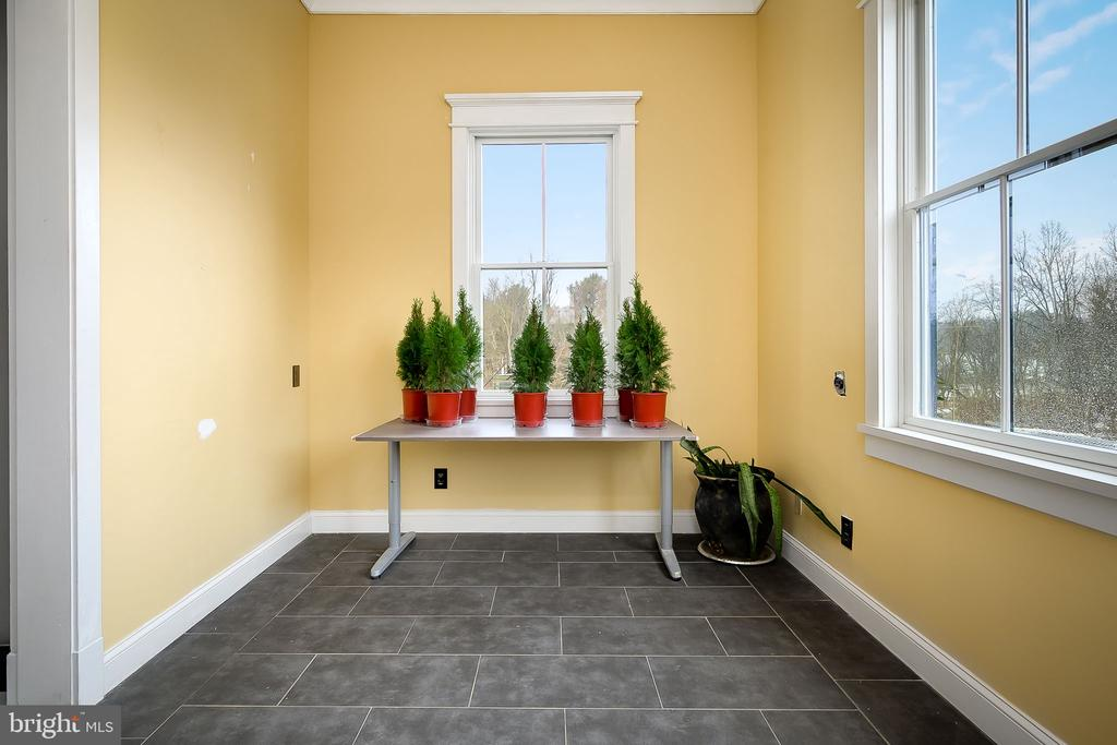 Mud room - 16195 PURCELLVILLE RD, PURCELLVILLE