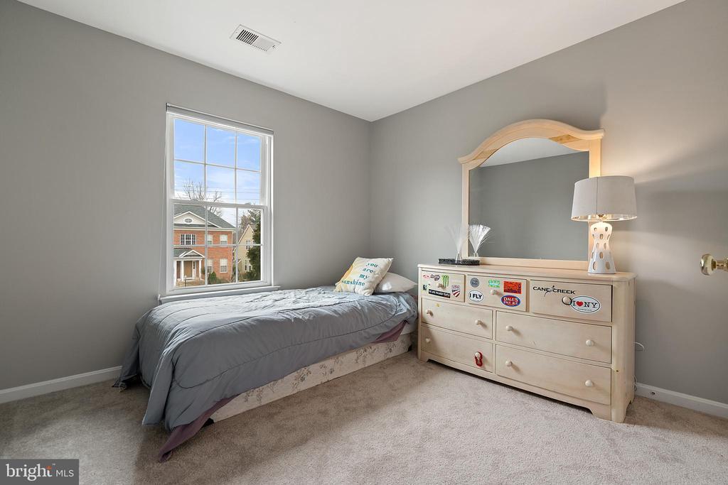 Bedroom #3 (Upper Level) - 18279 MAPLE SPRING CT, LEESBURG