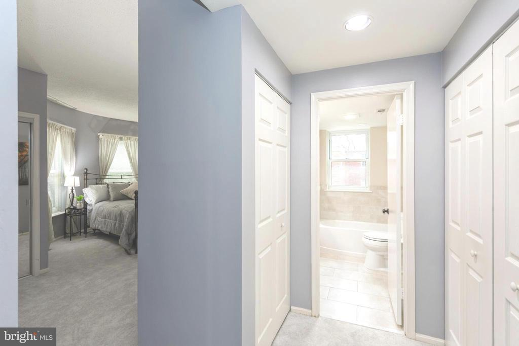 Entrance into the spacious Master Suite - 2100 LEE HWY #G09, ARLINGTON