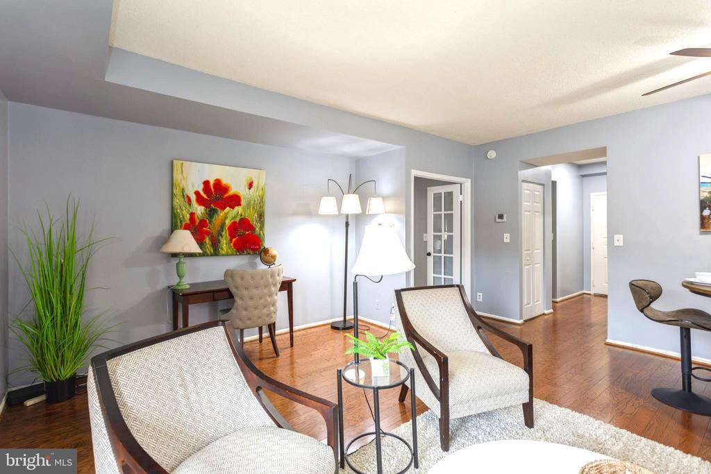 Spacious Living in the beautiful Astoria - 2100 LEE HWY #G09, ARLINGTON