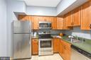 Spacious kitchen w/new stainless steel appliances - 2100 LEE HWY #G09, ARLINGTON