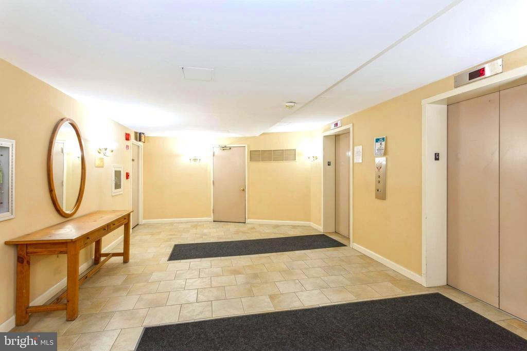 Hallway elevator bay - 2100 LEE HWY #G09, ARLINGTON