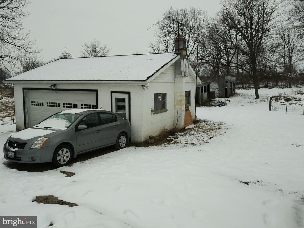 GARAGE W/ ENTRY DOOR - 1700 KIMBLE RD, BERRYVILLE