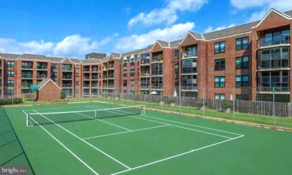 Astoria Tennis Court - 2100 LEE HWY #G09, ARLINGTON