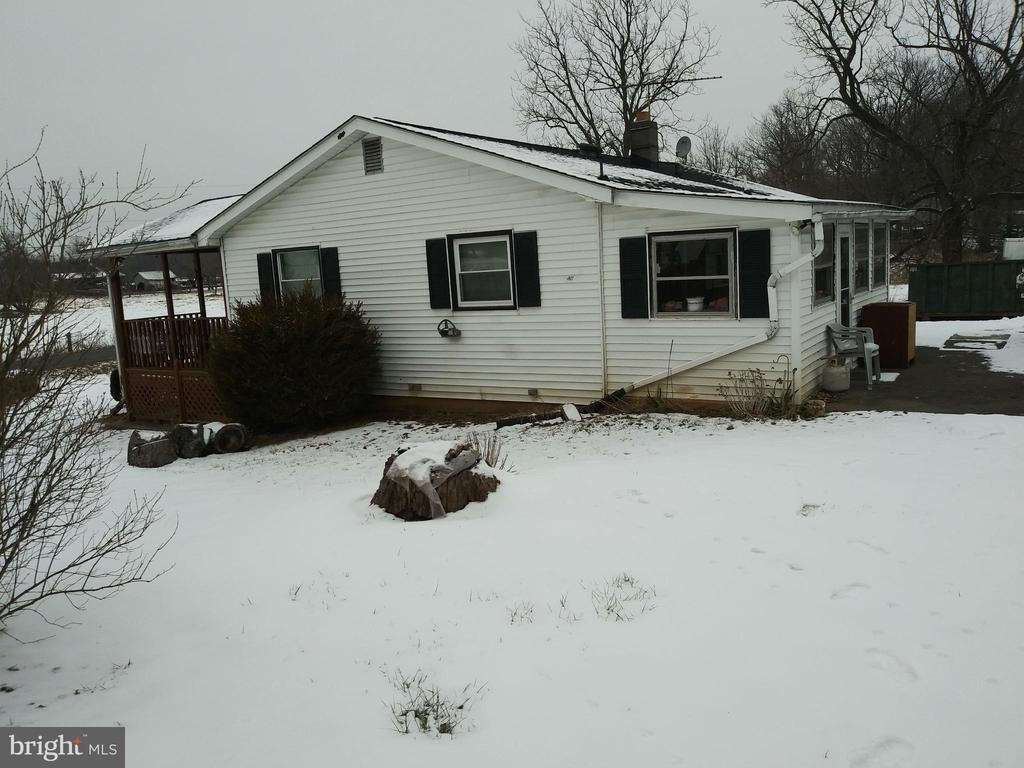 SIDE OF HOUSE VIEW - 1700 KIMBLE RD, BERRYVILLE