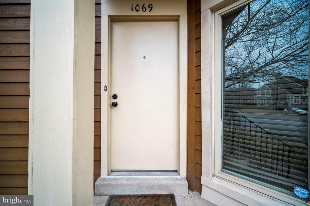 Front Door - 1069 NICKLAUS CT, HERNDON