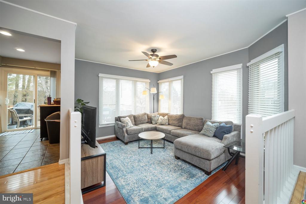Living room - 1069 NICKLAUS CT, HERNDON