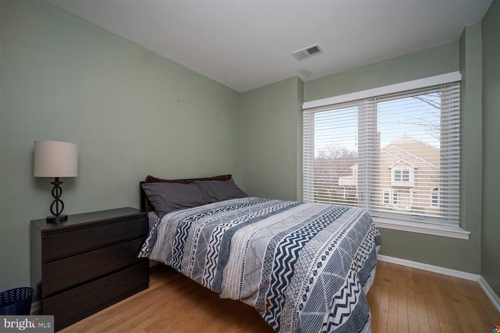 bedroom 2 - 1069 NICKLAUS CT, HERNDON