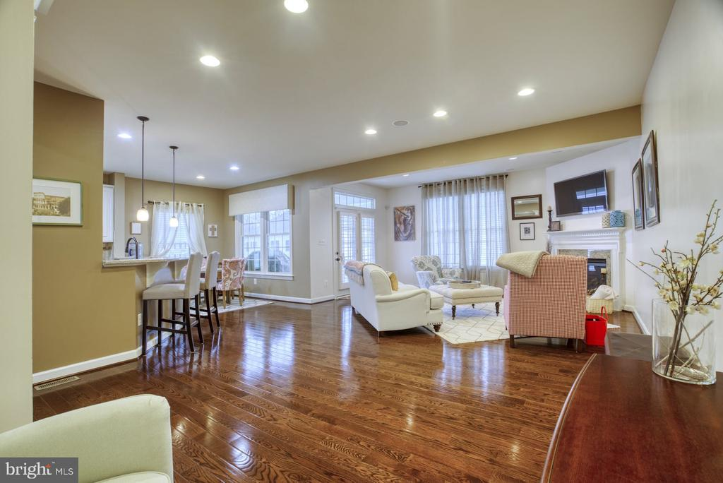 Large open concept main living space - 24955 EARLSFORD DRIVE, CHANTILLY