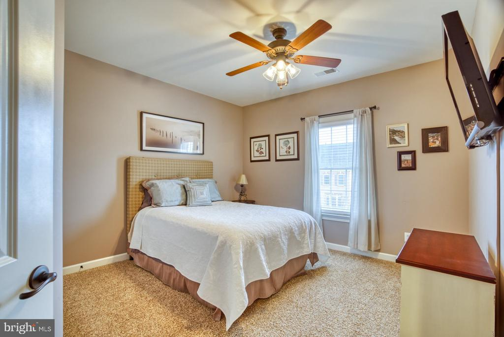 Secondary bedroom - 24955 EARLSFORD DRIVE, CHANTILLY