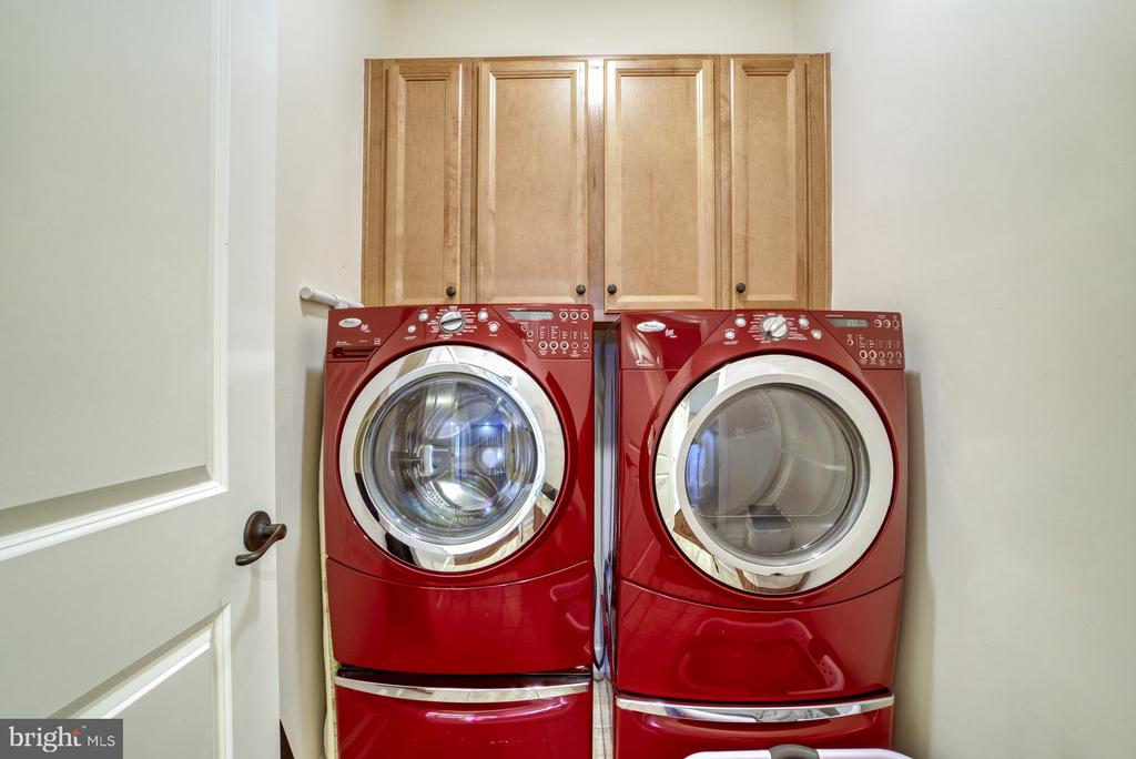 Laundry room with cabinets for storage - 24955 EARLSFORD DRIVE, CHANTILLY