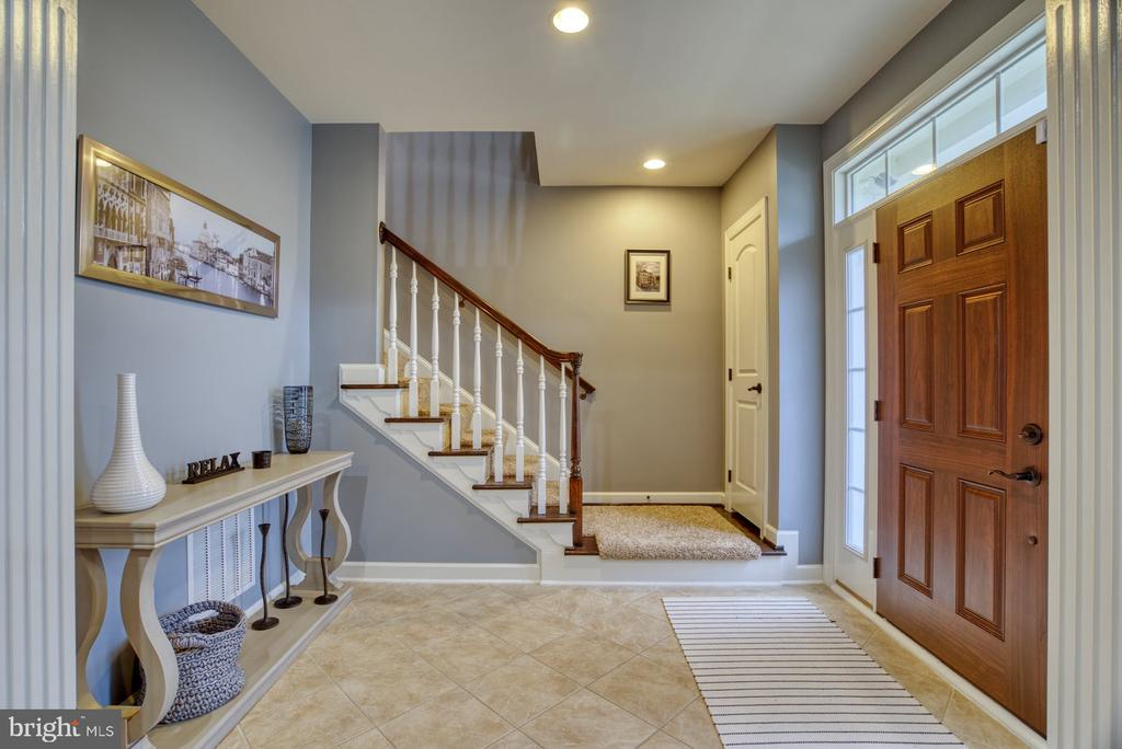 Welcome to your spacious foyer - 24955 EARLSFORD DRIVE, CHANTILLY