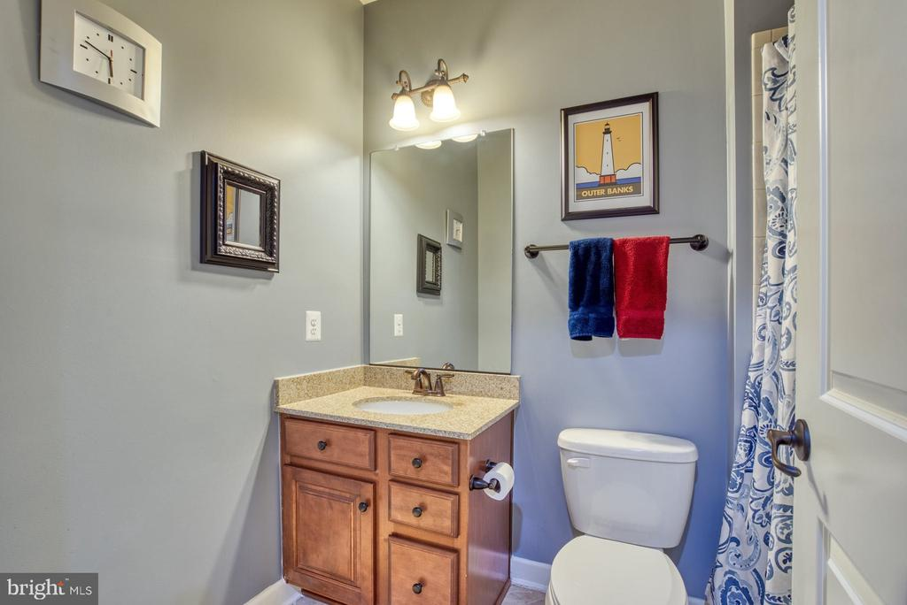 Lower level full bath - 24955 EARLSFORD DRIVE, CHANTILLY