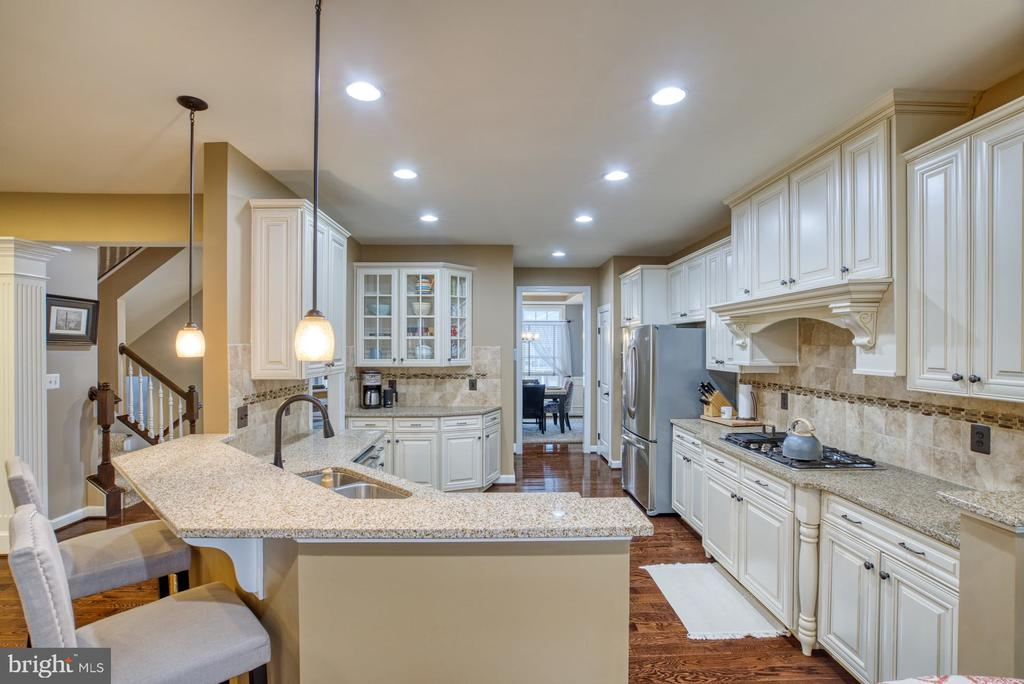 Breakfast Bar great for quick morning coffee - 24955 EARLSFORD DRIVE, CHANTILLY